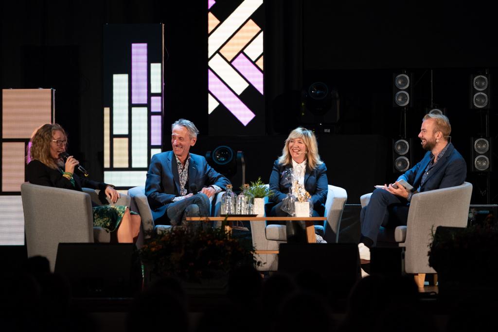 Panelsamtal på scenen med Carolina Ignell, Stefan Wieloch, Malou von Sivers och Staffan Taylor.