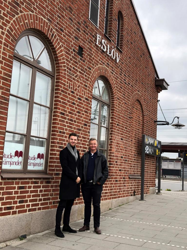 Kosovar Gashi, näringslivsstrateg och Lars Persson, näringslivschef är glada över att Eslöv klättrar hela 24 placeringar på Svenskt Näringslivs företagsrankning.