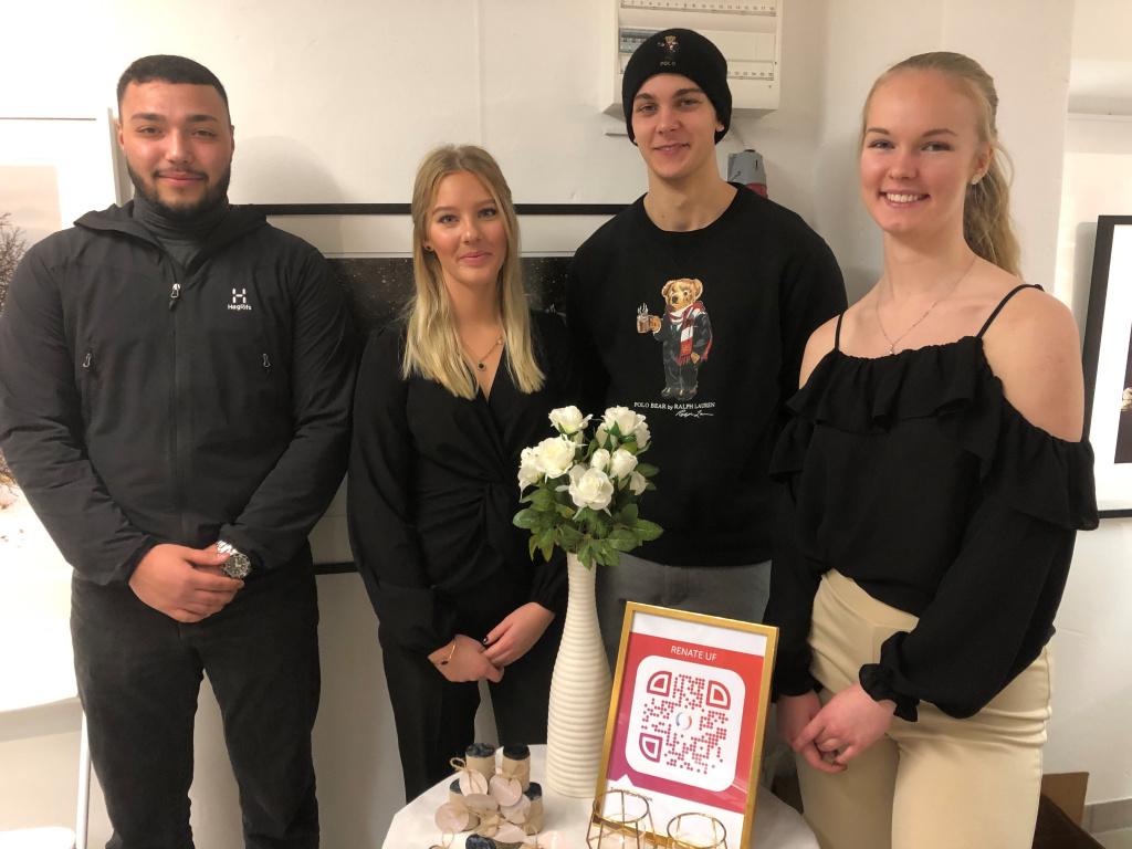 UF-företaget Renate UF som drivs gemensamt av treårseleverna på ekonomiprogrammet på Carl Engström-gymnasiet Mohammed Jihad Atta, Emmy Andreasson, Emil Nordahl och Frida Johansson presenterade sin produkt med biologiskt nedbrytbara hundbajspåsar.